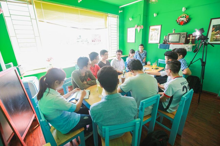 hoc-nhom-tai-cafe-film