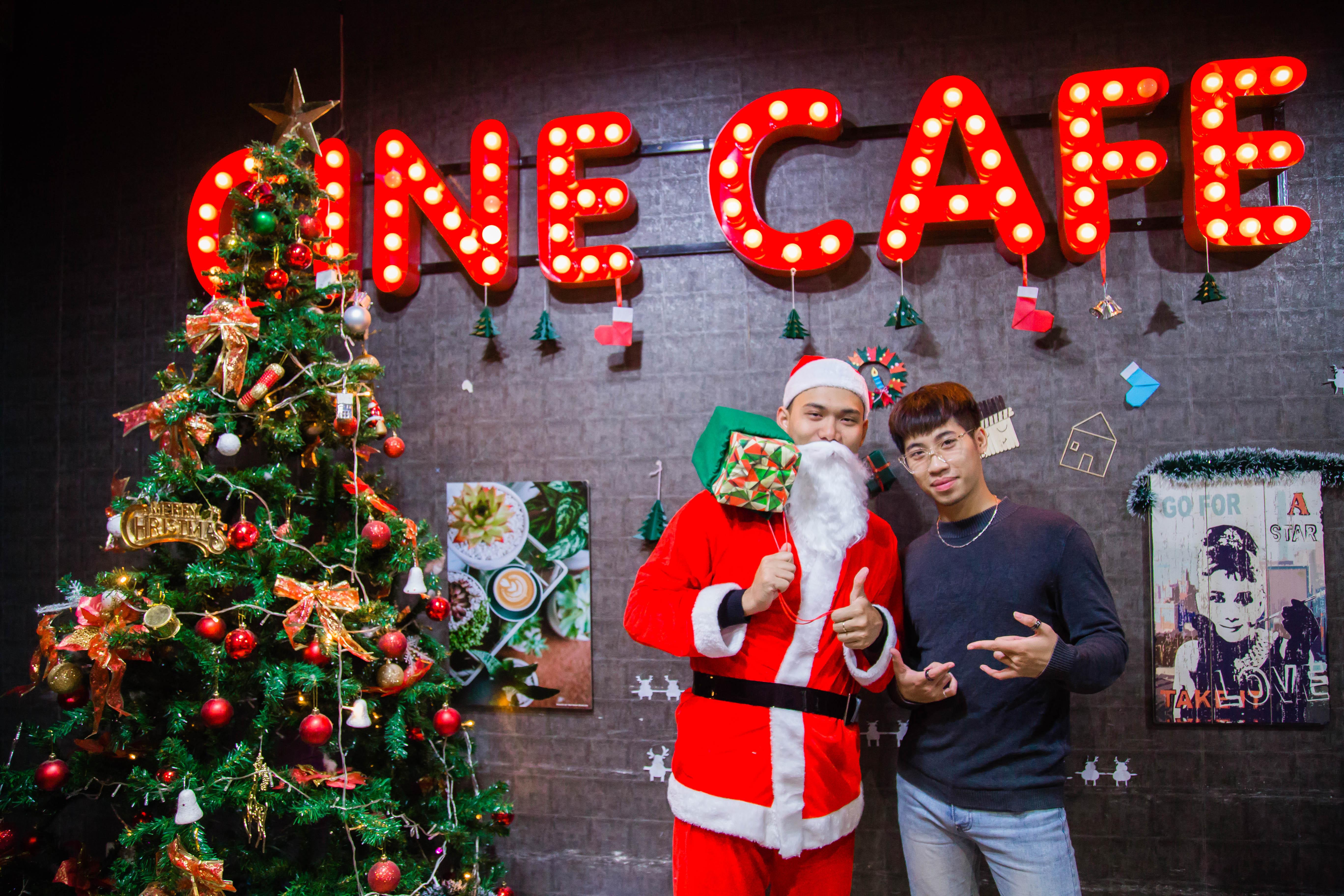 Khách & Nhân Viên CINE đón Giáng Sinh